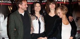 Polska aktorka pokazuje na krocze Chyry. FOTO