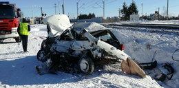Śmierć na przejeździe. Auto wjechało pod pociąg