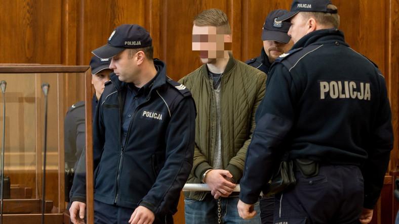 Oskarżony Paweł R. na sali rozpraw
