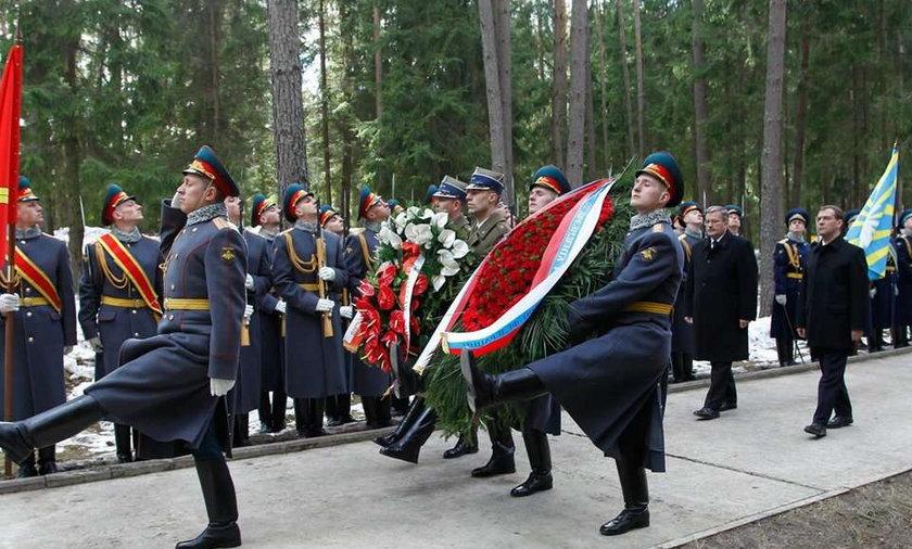 Zniszczono wieniec Miedwiediewa w Katyniu