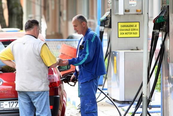 Poskupljenje goriva za pet dinara, gas za tri