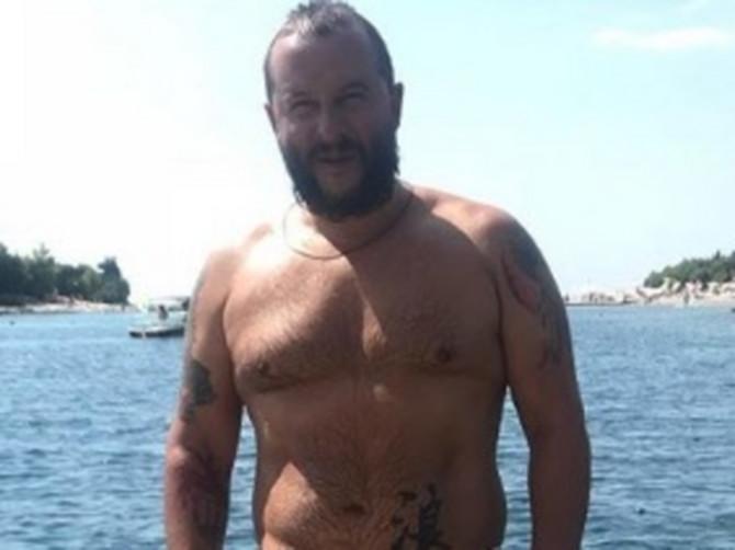 Ivanović se BUCNUO i okačio sliku u kupaćem, a pratioci ga prozivaju zbog ŽENSKOG ŠORTSA