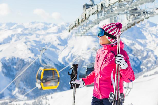 Jazda na nartach lub snowboardzie w stanie nietrzeźwości lub pod wpływem środka odurzającego jest zabroniona
