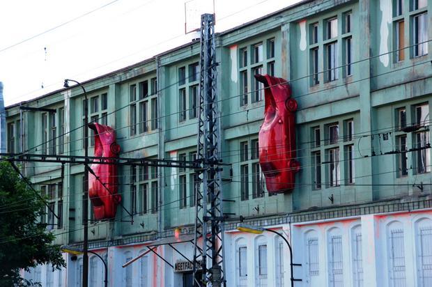 Praga, Mięso - rzeźba Davida Cernego na Smichovie
