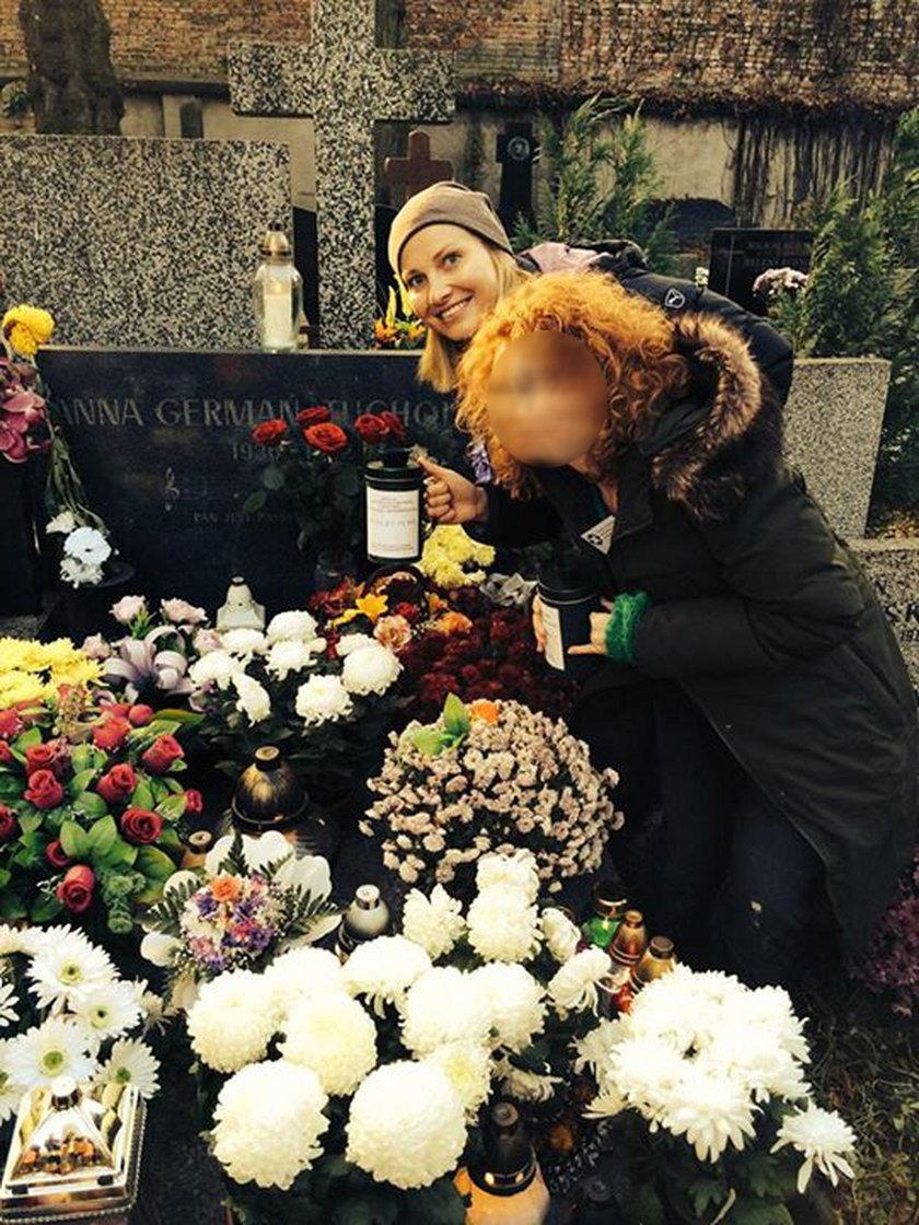 Joanna Moro przy grobie Anny German