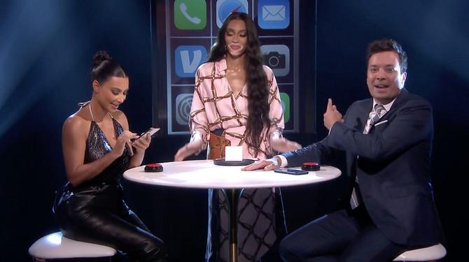 Kim Kardašijan Vest sa Vini Harlou sa kojom sarađuje u kozmetičkoj industriji u emisiji Džima Felona