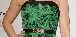 Aktorka z marihuaną na biuście