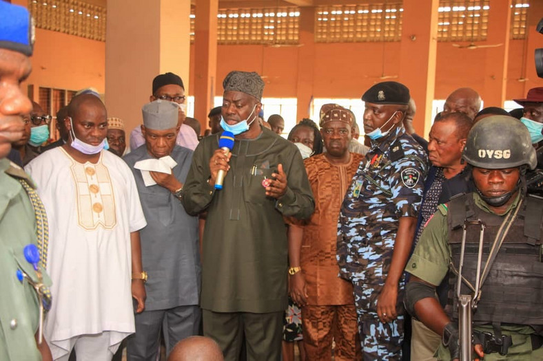 Governor Seyi Makinde also visited the rehabilitation centre, for recently freed people. [Twitter/@seyiamakinde]