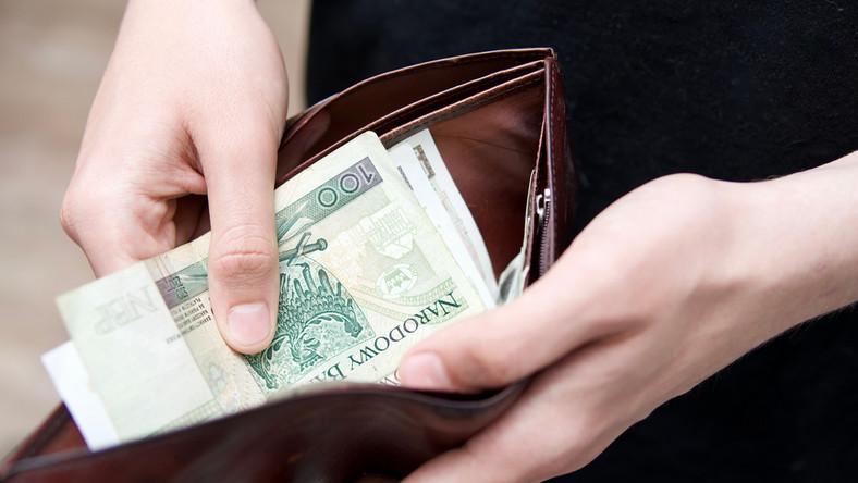 pieniądze ekwiwalent za niewykorzystany urlop wypłata portfel złote gotówka