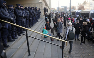 Zakończył się protest przed budynkiem Sądu Okręgowego. Policja zatrzymała co najmniej trzy osoby