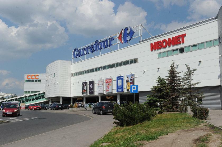 Carrefour płaci w Polsce mniej