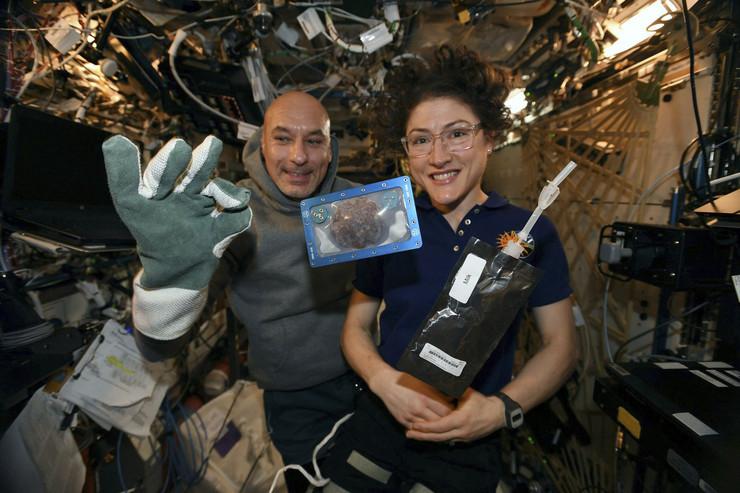 svemirski kolaci foto Tanjug AP