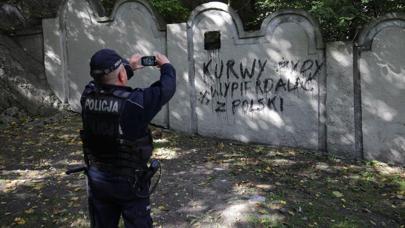 Antysemicki napis na murze dawnego getta żydowskiego w Krakowie