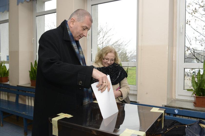 Rafał Dutkiewicz (55 l.) wraz z żoną Anną podczas niedzielnych wyborów samorządowych we Wrocławiu