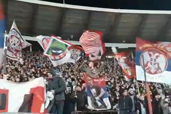 NIJE MOGAO DA IGRA, ALI MOŽE DA PEVA Kapiten Zvezde poveo navijanje posle meča sa PSŽ-om