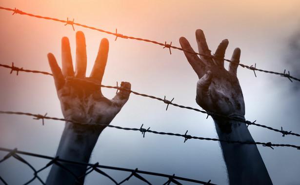 Nielegalni imigranci, głównie z Maroka i Afryki subsaharyjskiej, nadal przybywają także na Wyspy Kanaryjskie.