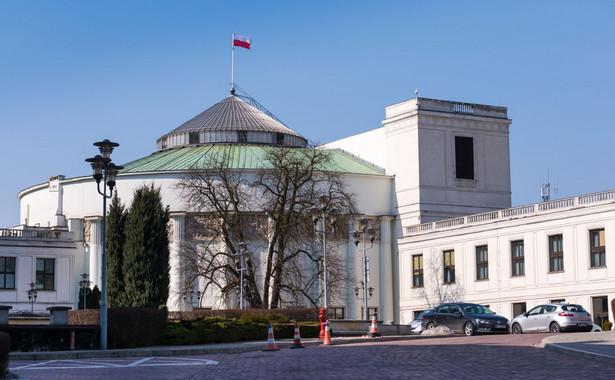 Wypowiadała się dla dziennikarzy w kontekście najnowszej decyzji władz Sejmu o ukaraniu posła PO Sławomira Nitrasa.