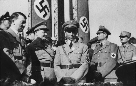 Hitler, Gering, Gebels, Hes su osmislili