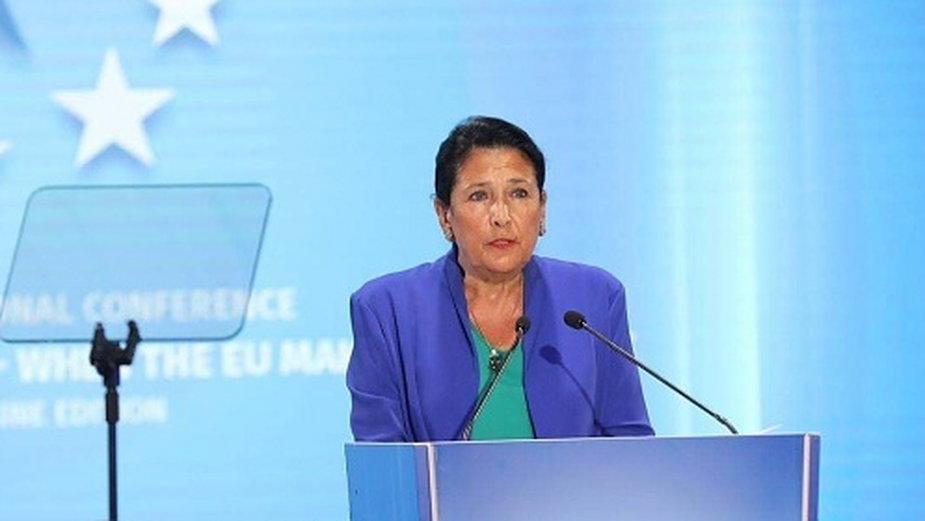 Prezydent Gruzji Salome Zurabiszwili przemawia na konferencji w Batumi