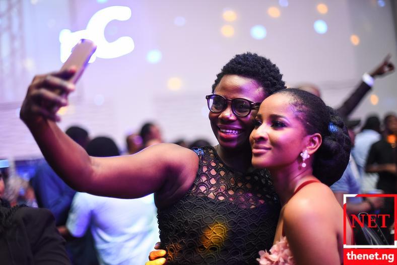 Adesua Etomi enjoys a selfie with a fan [Netng]