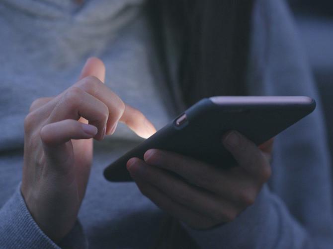 Muž je spavao u dečjoj sobi i rešila sam da mu pročitam poruke: Kad sam u telefonu videla OVU, OPALILA SAM MU ŠAMAR i izbacila iz kuće iste noći