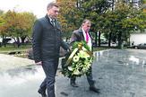 Gradonačelnik Zelenović polaže venac u spomen kompleksu na Donjošorskom groblju