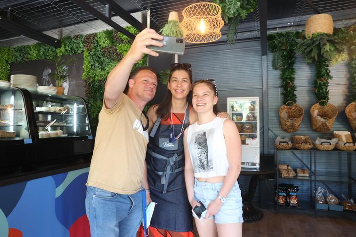 Algunos clientes también se hicieron selfies / foto: Zita Pozsonyi