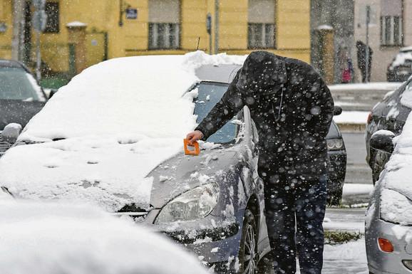 Novosađane je takođe dočekao zimski pejzaž