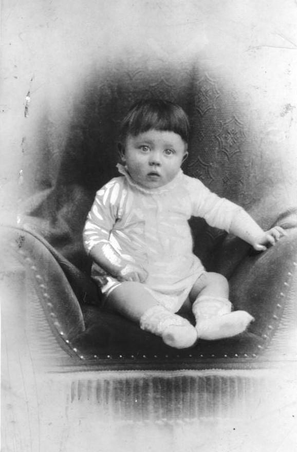 Hitler kao beba