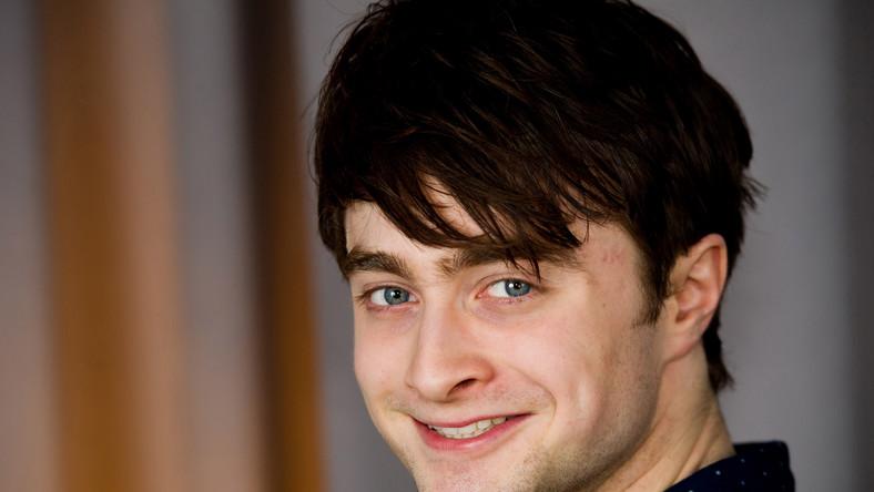 """Dzięki najnowszemu, kasowemu filmowi """"Kobieta w Czerni"""" majątek 22-letniego Radcliffe'a powiększył się z 48 mln funtów w ub. r. do 54 mln funtów w obecnym."""