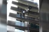 YT_penjac_spasava_dete_sa_zgrade_vesti_blic_safe