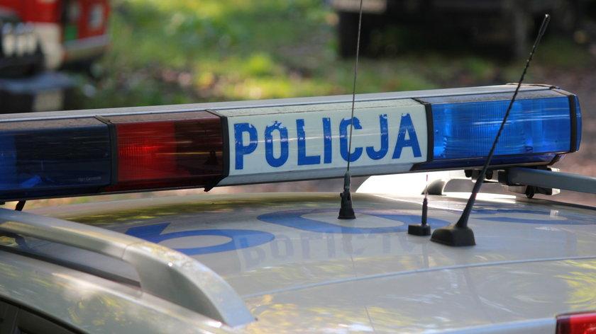 Tajemnicza śmierć młodego mężczyzny. Jego ciało znaleziono pod balami drewna