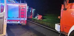 Zderzenia busa z ciężarówką. Dwie osoby nie żyją
