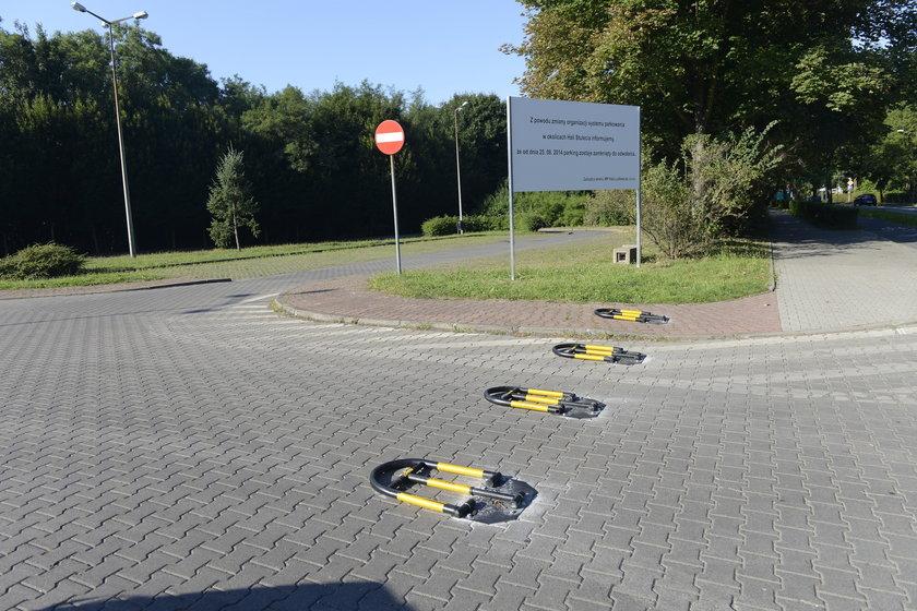 Zamknięty darmowy parking przy Mickiewicza we Wrocławiu