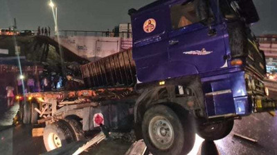 Fully-loaded cargo truck skids off  Kwame Nkrumah Interchange flyover & crashed into  rails
