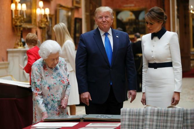 Melanija i Donald Tramp sa kraljicom Elizabetom II
