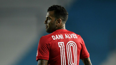 Dani Alves rejoins Brazil for World Cup qualifiers
