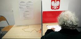 Szokujące doniesienia! W lokalu wyborczym rozdawano ścieralne długopisy