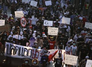 Policja w Tajlandii użyła gumowych kul, armatek wodnych i gazu przeciwko demonstrantom