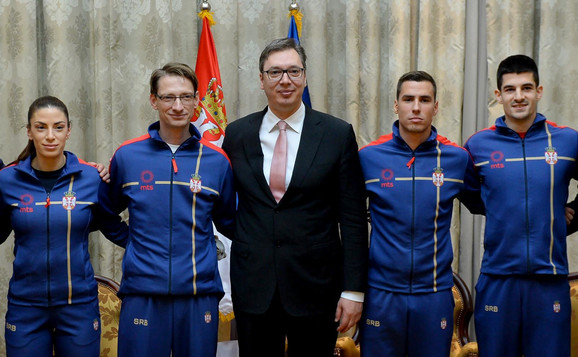 Vučić i atletičari