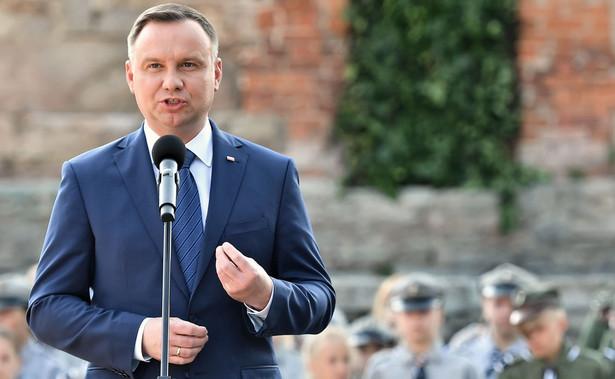 """Andrzej Duda przekonywał też do idei referendum konsultacyjnego w sprawie zmian w Konstytucji i umieszczenia w niej zapisów chroniących przywrócony niższy wiek emerytalny czy program """"500 plus""""."""