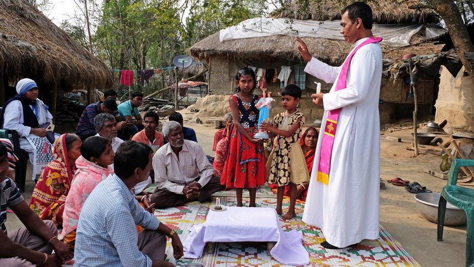 Msza święta w Mitrapur, Indie
