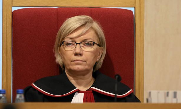 """Prezes Trybunału Konstytucyjnego była pytana w TVP o możliwość prowadzenia postępowań dyscyplinarnych wobec obecnych sędziów Trybunału Konstytucyjnego lub sędziów w stanie spoczynku, """"którzy angażują się wiece polityczne""""."""