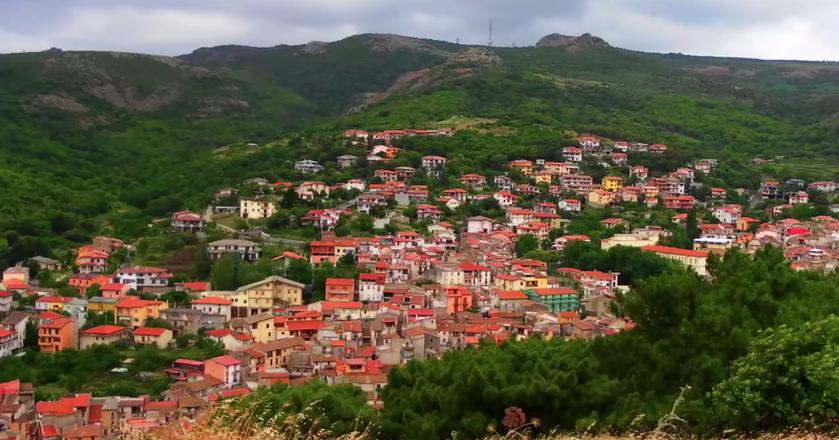 Włoskie miasto Ollolai, położone na Sardynii, wystawiło na sprzedaż 200 domów za 1 euro