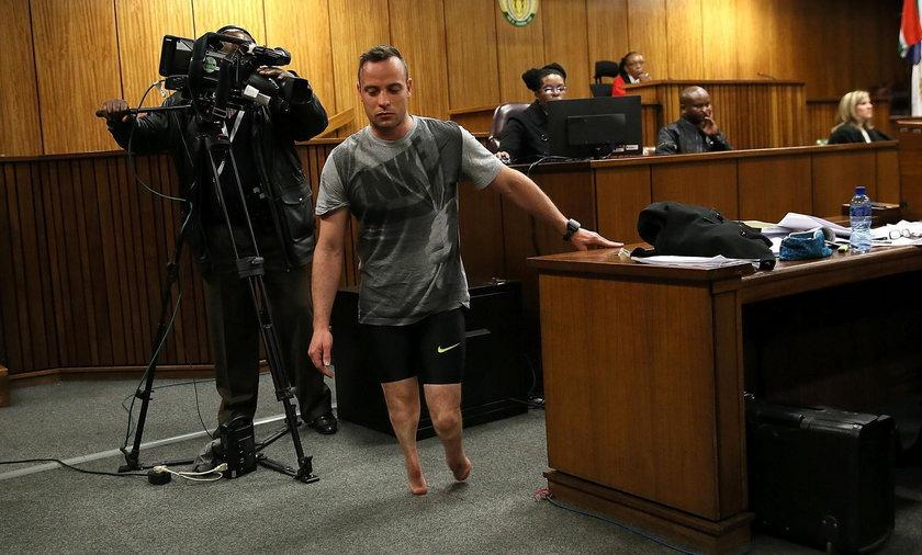 Pistorius próbuje wzbudzić litość? Zdjął w sądzie protezy