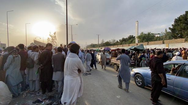 Mudżahid zaapelował do USA podczas konferencji prasowej, by nie zachęcały Afgańczyków do opuszczania kraju.