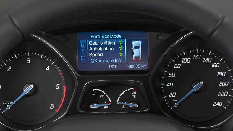 W niemieckiej fabryce Forda w Saarlouis trwa już produkcja nowego focusa ECOnetic.Zdaniem inżynierów to najoszczędniejszy focus w historii firmy. Skąd takie twierdzenie? Pod maską tego auta kryje się specjalnie skalibrowany turbodiesel 1.6 TDCi, który według twórców na pokonanie 100 kilometrów potrzebuje 3,4 litra oleju napędowego.