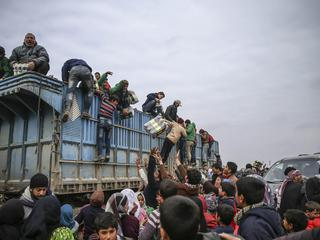 Syrians camp on Turkey-Syria border near Aleppo