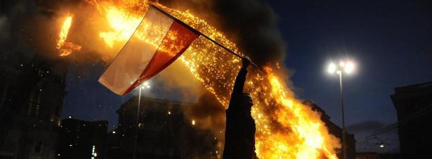 Spalona tęcza na placu Zbawiciela