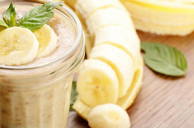 Kombinacija banana i mleko stvara osećaj težine u stomaku